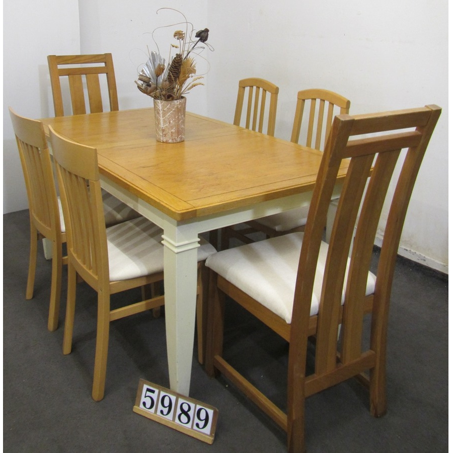 A5989  Extending table and 6 chairs.