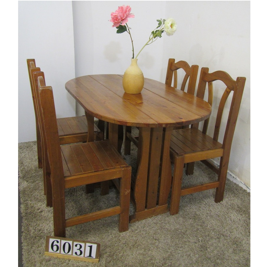 A6031  Drop leaf table and 4 chairs.